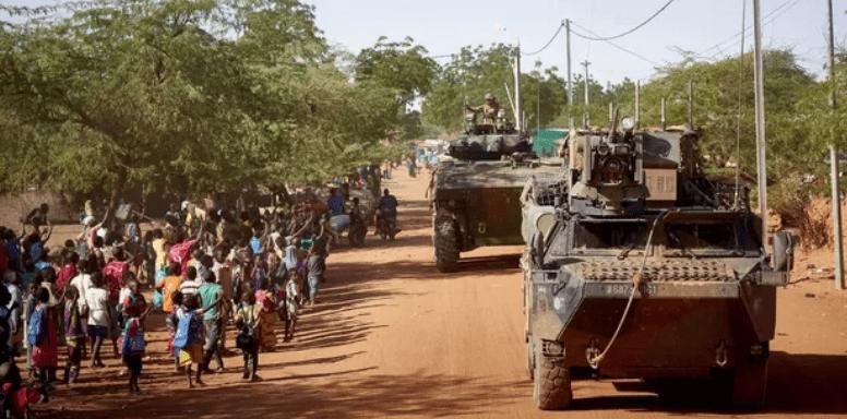 Sahel : la France renforce l'opération Barkhane de 4.500 à 5.100 militaires