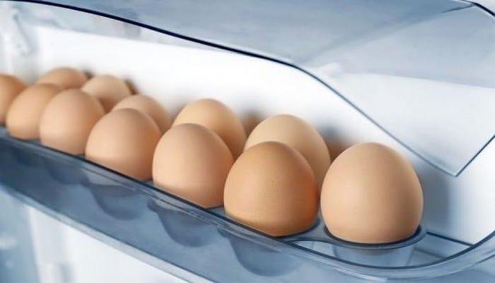Santé: Voici pourquoi il ne faut jamais conserver les œufs dans la porte d'un réfrigérateur