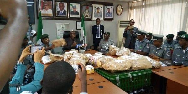 Urgent: la douane arrête un passager avec 8,6 millions de dollars à l'aéroport de Lagos