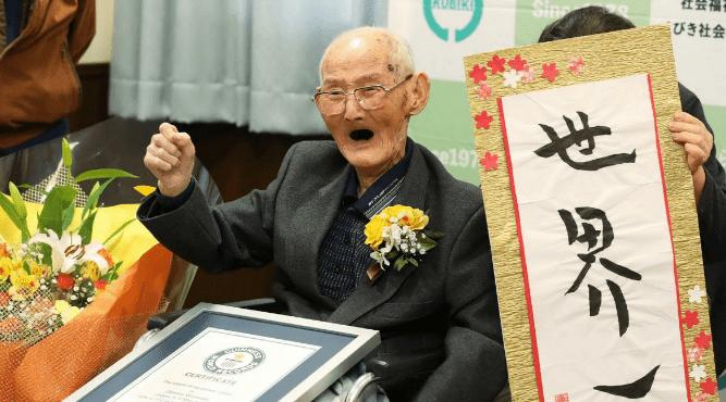 Guinness des records : à 112 ans, l'homme le plus vieux du monde vit au Japon