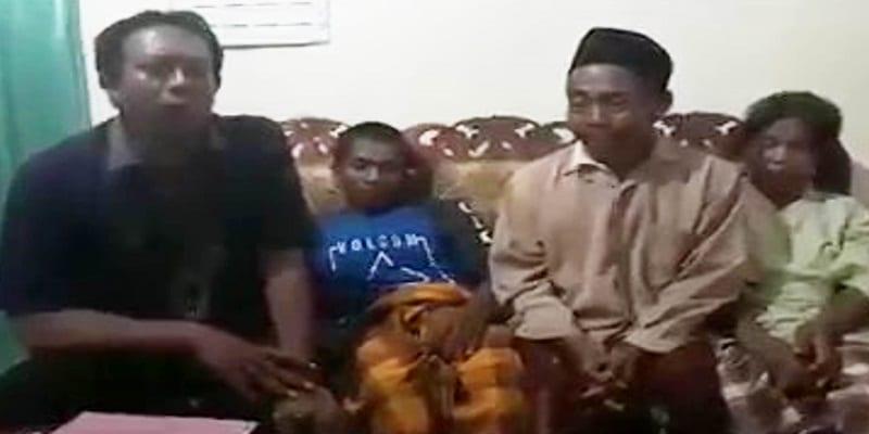 """Accusé d'avoir tué son épouse avec """"son gros sexe"""", un veuf forcé à montrer son pénis (VIDEO)"""