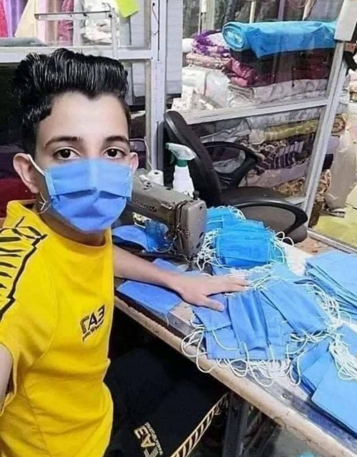Coronavirus : Azeddine, le jeune algérien qui fabrique et distribue des masques