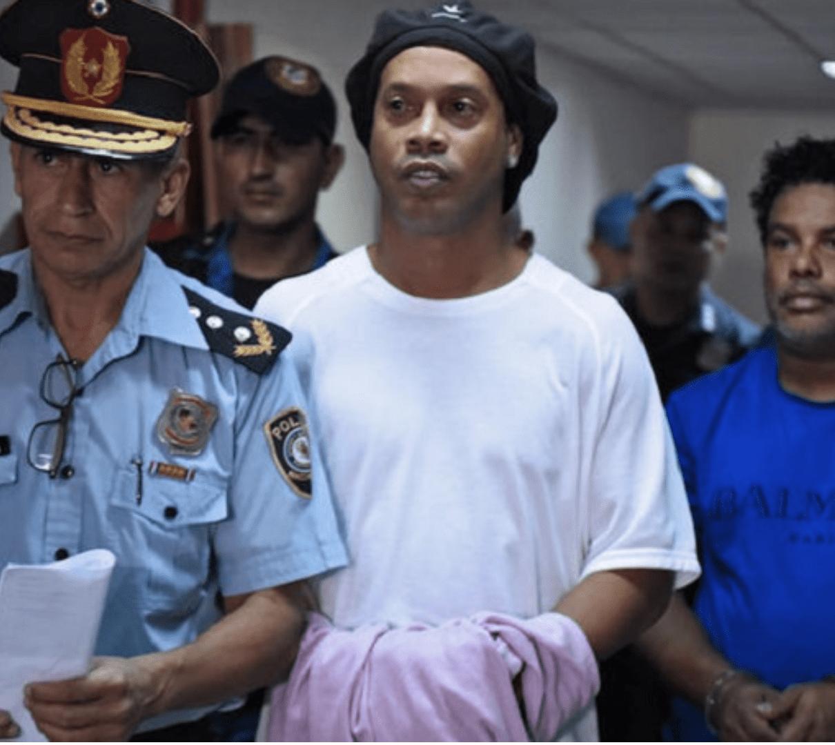 PEOPLE : L'EX STAR DU FOOTBALL RONALDINHO EN PRISON !