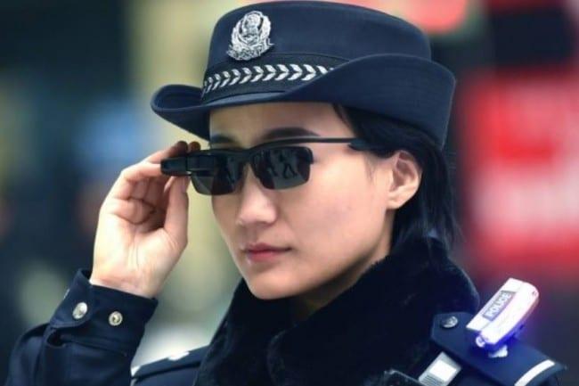 La Chine déploie des lunettes connectées pour prendre la température des passants