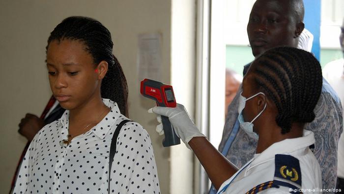 Coronavirus : Les personnes noires ne sont-ils pas résistantes au virus que les personnes blanches?