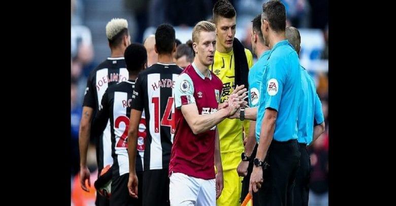 Coronavirus: La Premier League interdit aux joueurs de se serrer la main avant les matchs