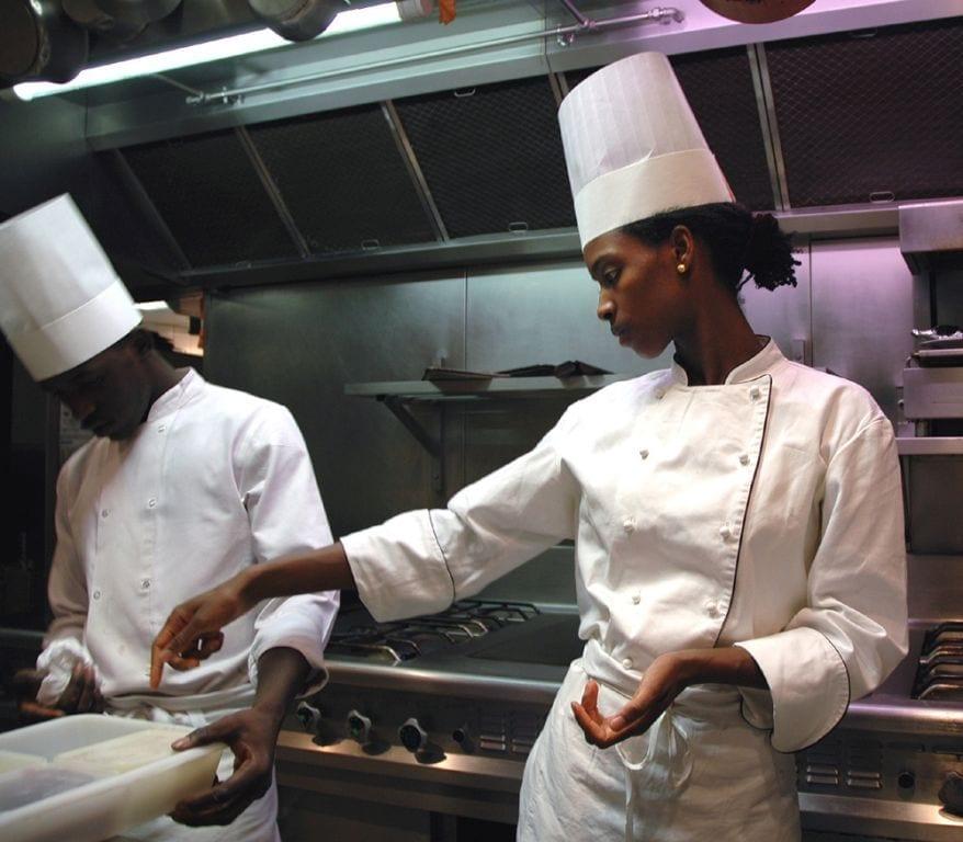Recrutement De Cuisiniers/Cuisinières Chez SCI SOTRADIC