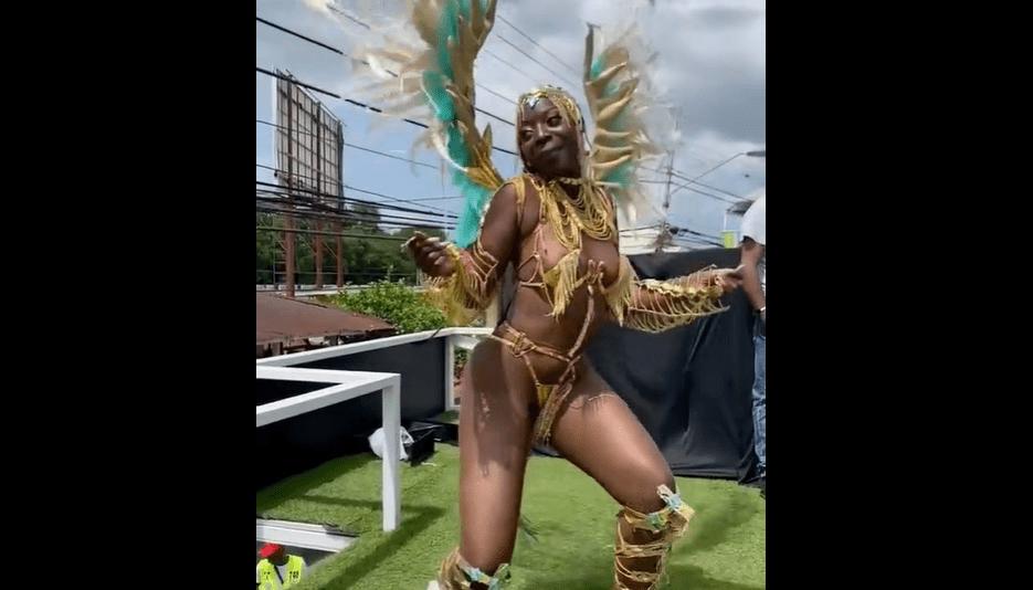 La petite sœur de Akon Khady Thiam danse complètement nüe