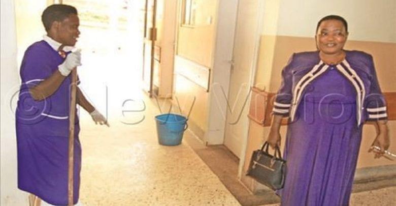 Ouganda: La ministre de la Santé effectue une visite surprise dans un hôpital…Le constat est désagréable!