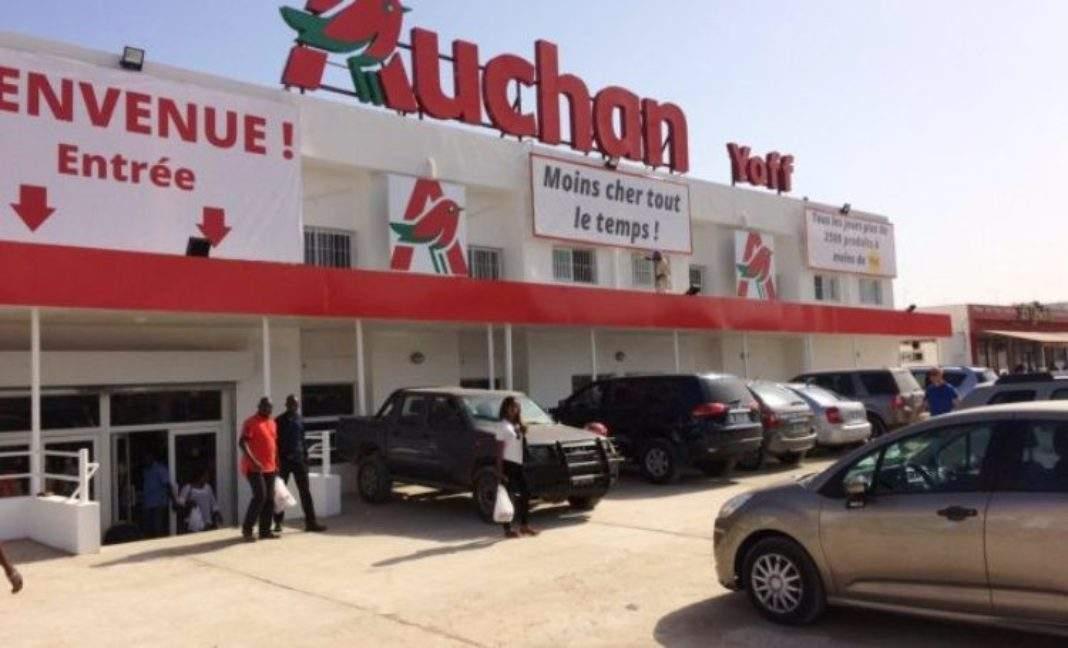 Manif : Auchan Pikine Icotaf Saccagé, Brûlé, Pillé… Les Marchandises Volées (Vidéo)