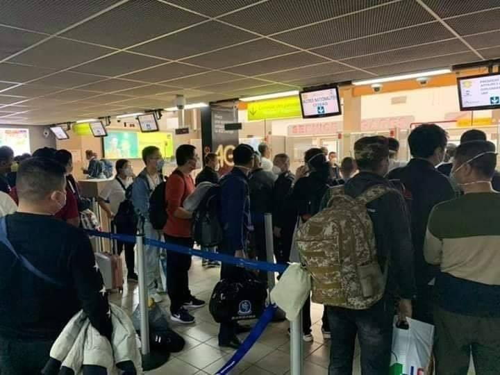 Un vol débarque à Abidjan avec à son bord une centaine de Chinois (Photos)