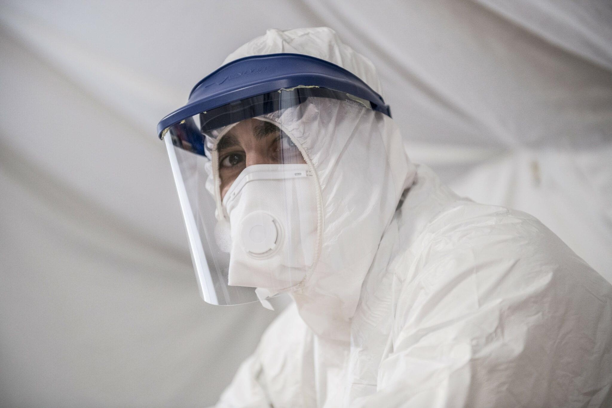 Le virus de la COVID-19 peut se transmettre sous les climats chauds et humides
