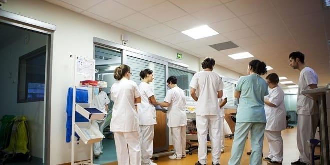 Coronavirus : les internes réclament un confinement total et absolu