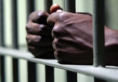 Cameroun: un homme de 48 ans inculpé pour avoir violé ses 2 filles et sa nièce