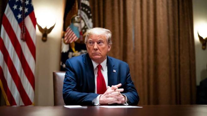 Donald Trump suspend le financement américain à l'OMS