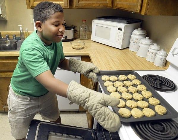 A 8 ans, il lance une pâtisserie pour acheter une maison pour sa maman