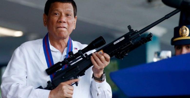Le président des Philippines donne l'ordre à la police de tuer ceux qui perturbent le confinement