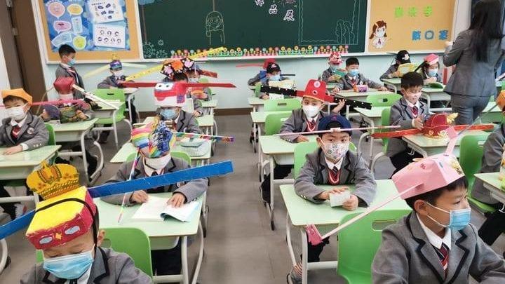 """Reprise des cours: la Chine prend une étrange mesure pour faire respecter """"la distanciation sociale"""""""