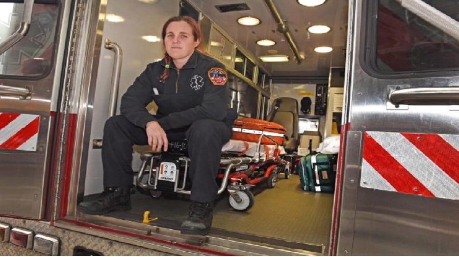 title Un ambulancier de NYC dit que les patients atteints de Covid19 ont été amenés à l'hôpital «pour mourir»