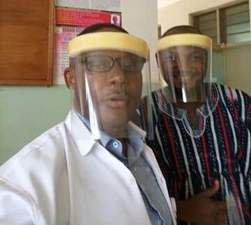 Un médecin ghanéen crée un masque  pour se protéger contre COVID-19