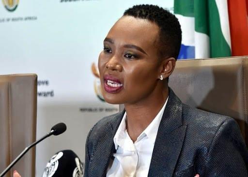 Une ministre sud-africaine virée  pour avoir désobéi au confinement