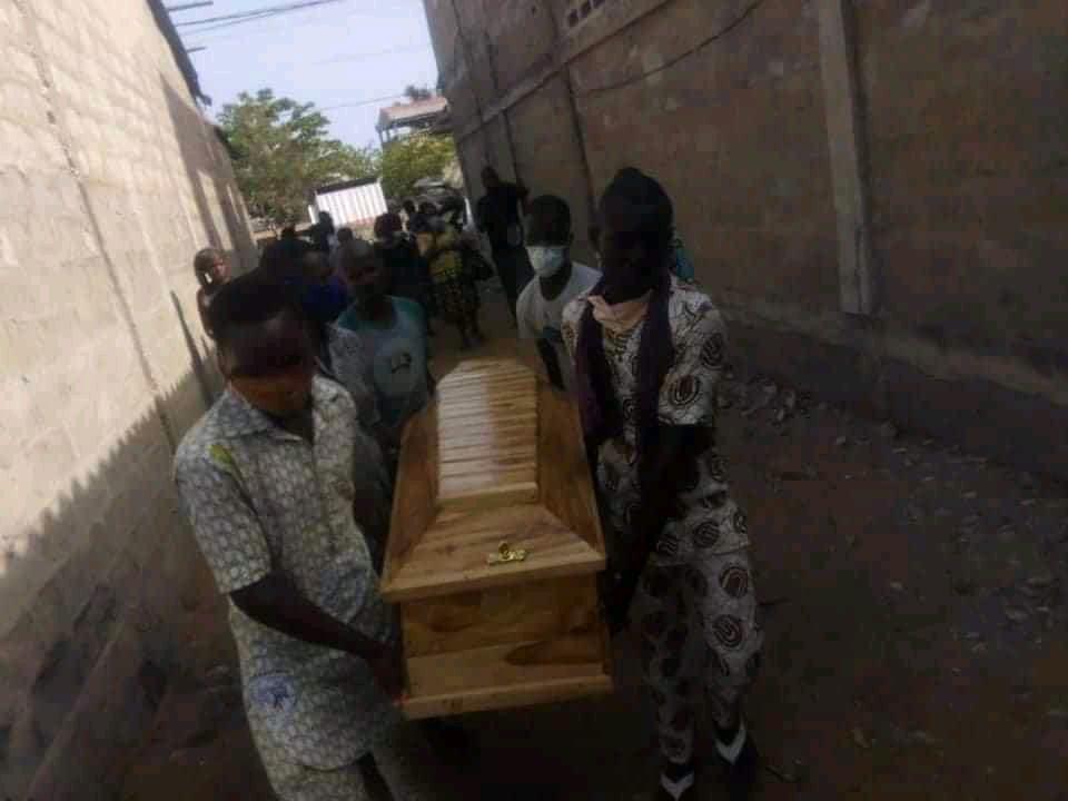 Couvre-feu au Togo : une femme enceinte serait morte après être battue par la police