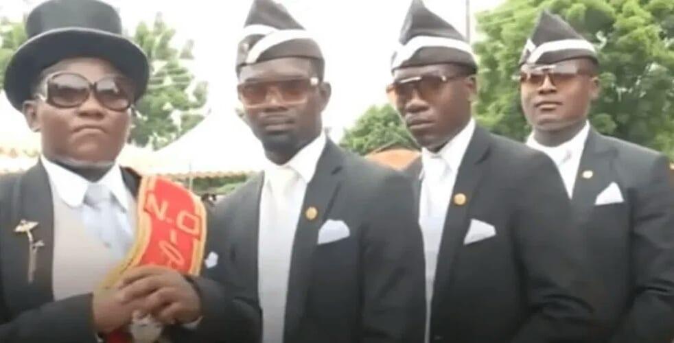 Qui sont réellement ces porteurs de cercueils devenus stars sur les réseaux (Vidéo)