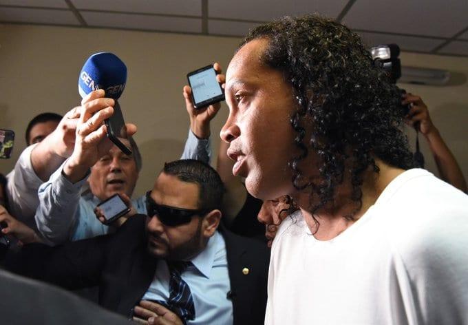 Ronaldinho brise le silence sur l'affaire de faux passeports