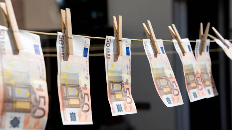 Un maire italien imprime sa propre monnaie pour aider les habitants pendant la crise