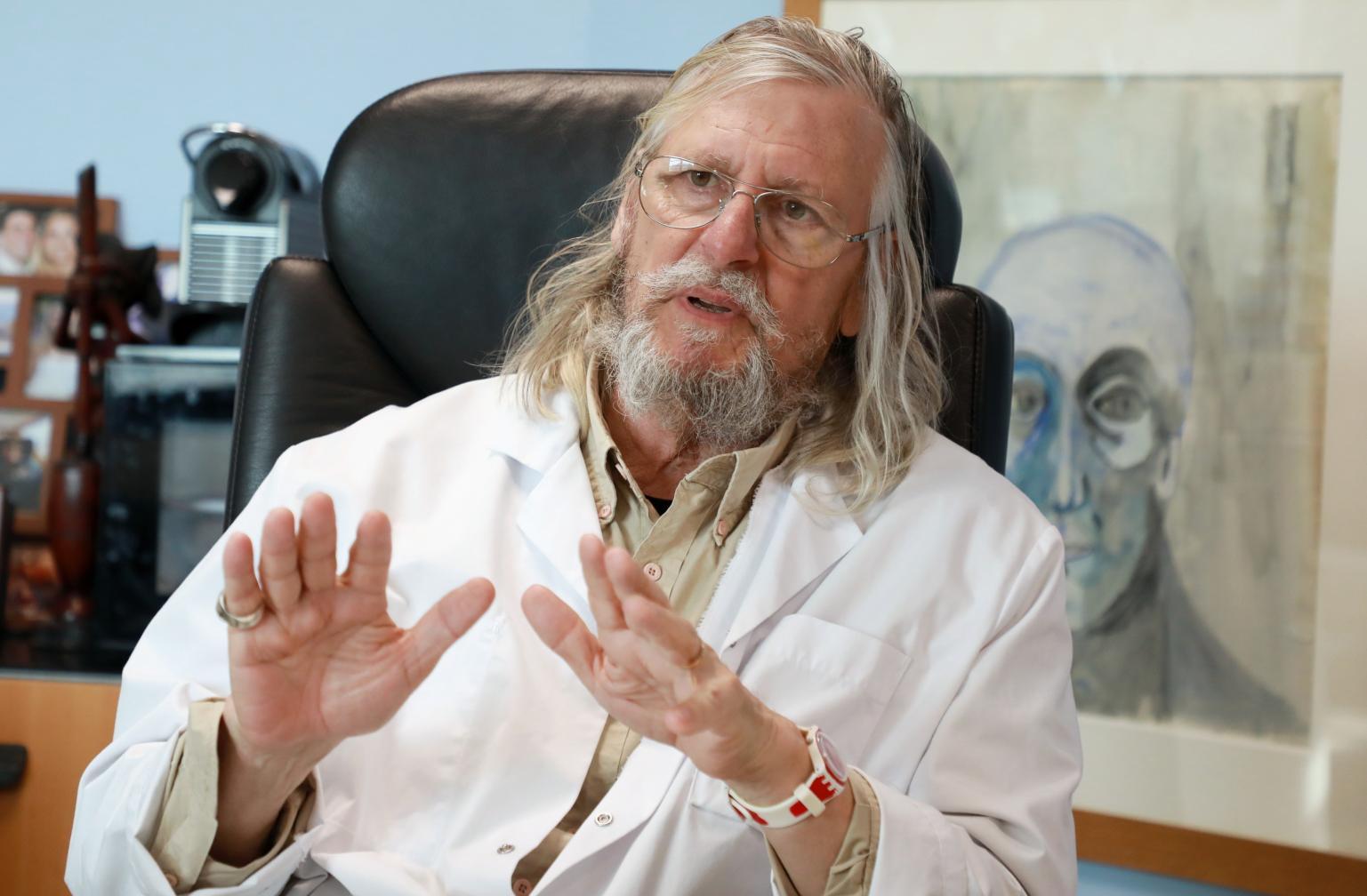 Le coronavirus et ce modèle de trouver des remèdes chers est une histoire «financière» selon Prof Didier Raoult