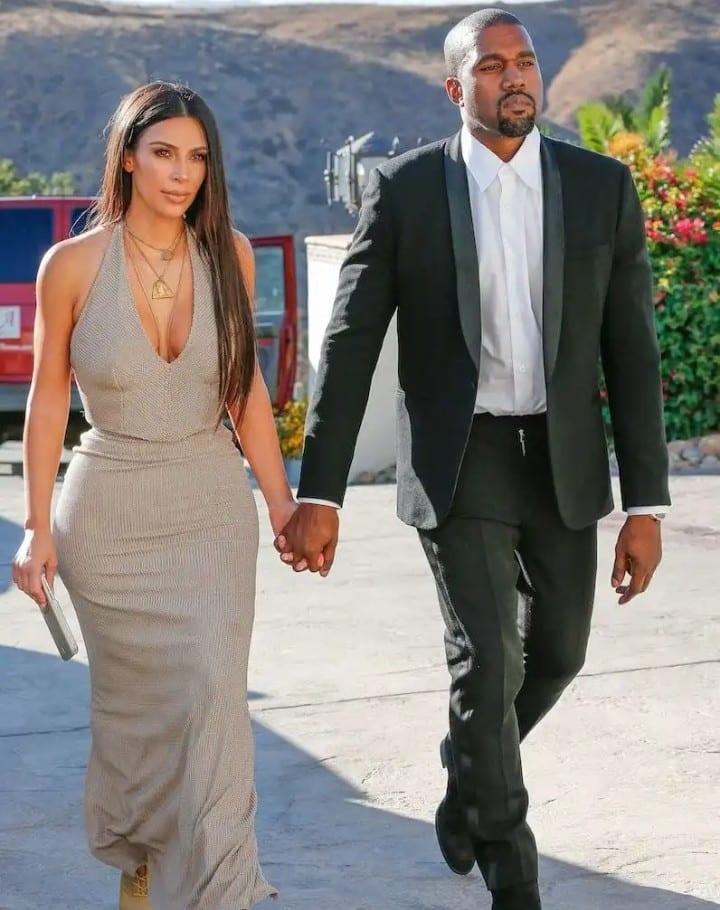 Kim Kardashian fête son sixième anniversaire de mariage avec Kanye West