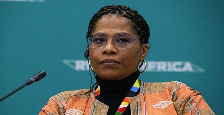 Fin du Fcfa: Nathalie Yamb réagit et déchire un billet de 2000F (VIDEO)