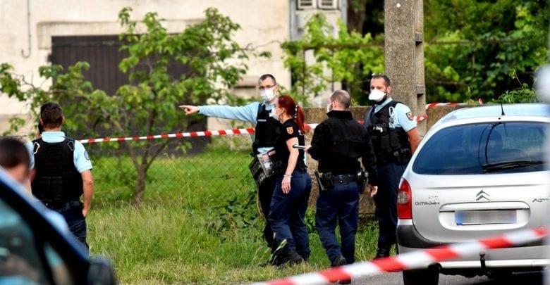 France: une jeune mère de 16 ans jette son bébé par la fenêtre après avoir accouché