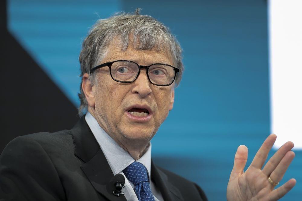 Bill Gates va-t-il implanter des puces électroniques à la population mondiale ?