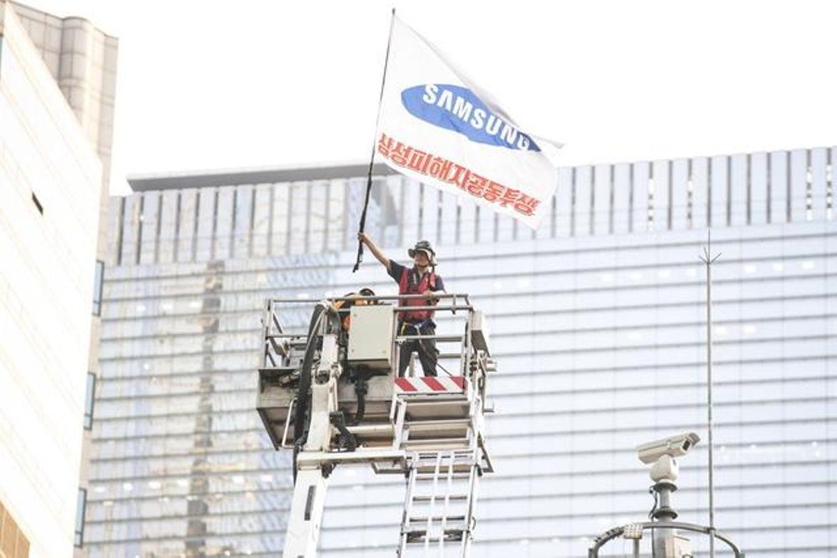 Samsung : un ex-employé passe plus d'un an au sommet d'une tour pour protester contre son licenciement