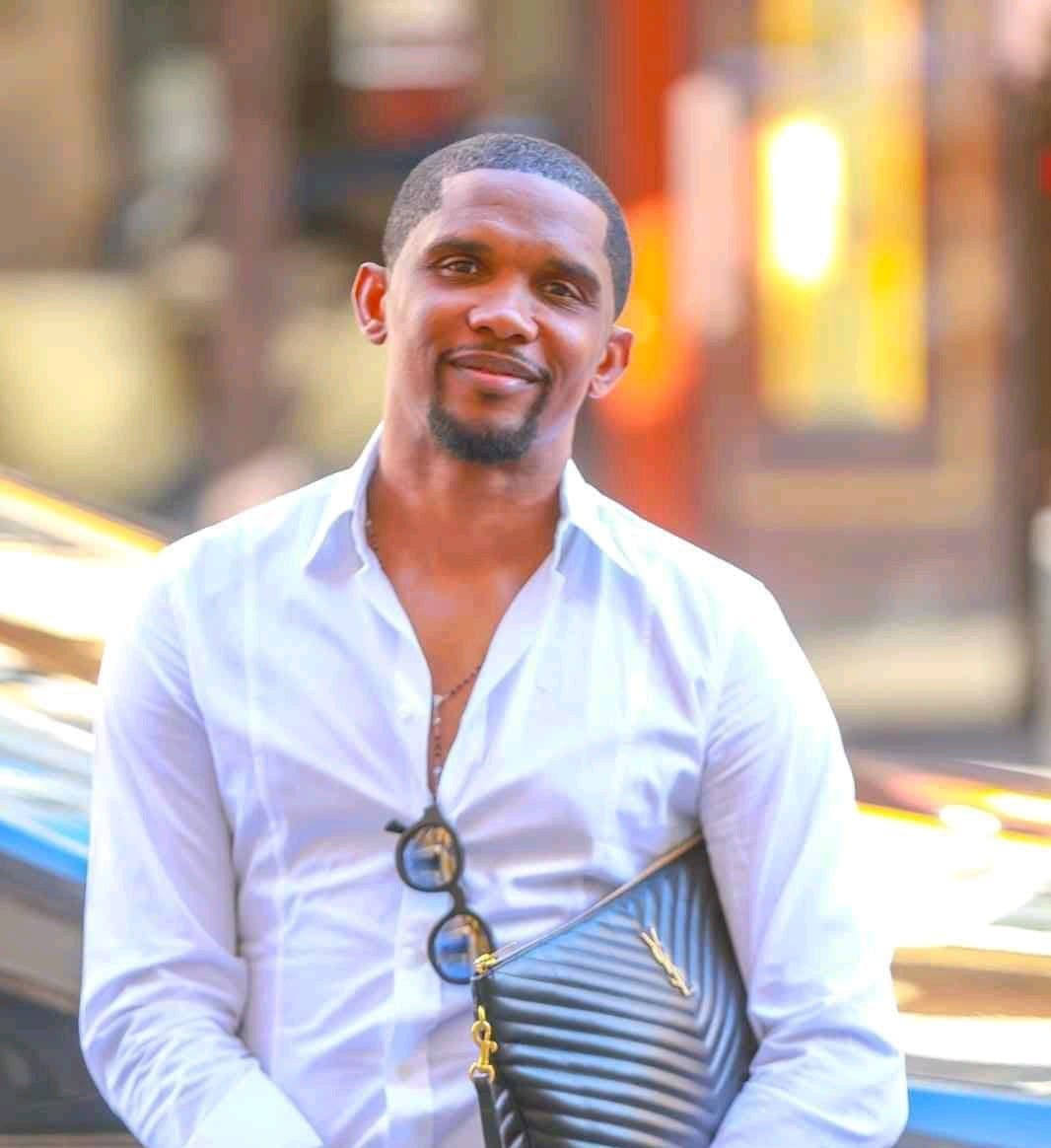 Samuel Eto'o change radicalement de look et embrase la toile
