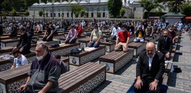 Turquie : les mosquées rouvertes aux prières collectives