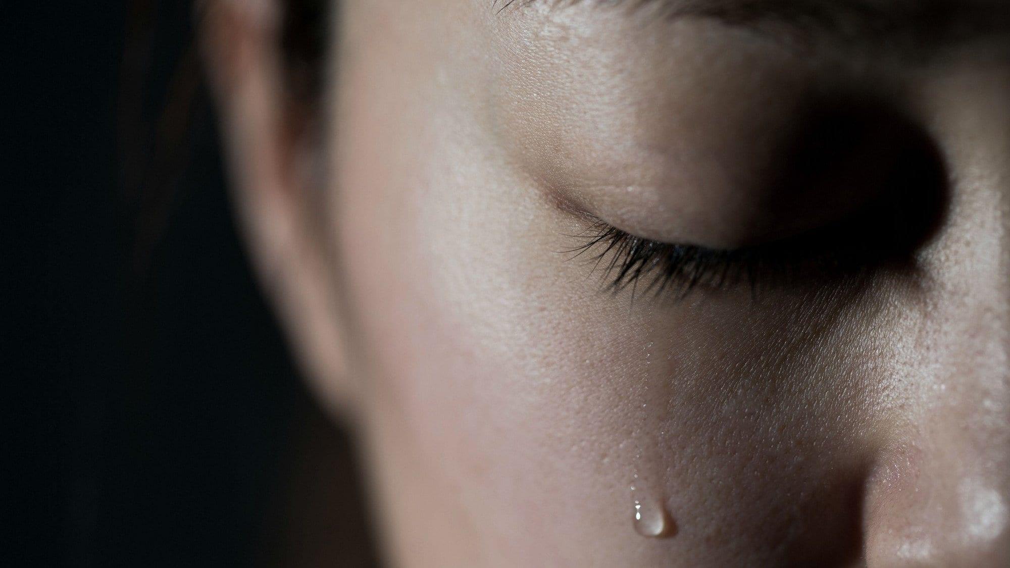 Le coronavirus pourrait se transmettre par les larmes