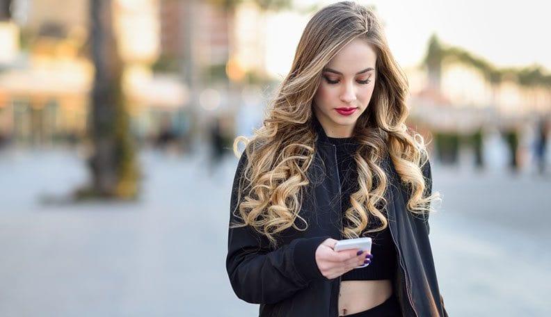 Pourquoi CETTE fille est devenue froide et distante avec vous — Les 3 raisons possibles !