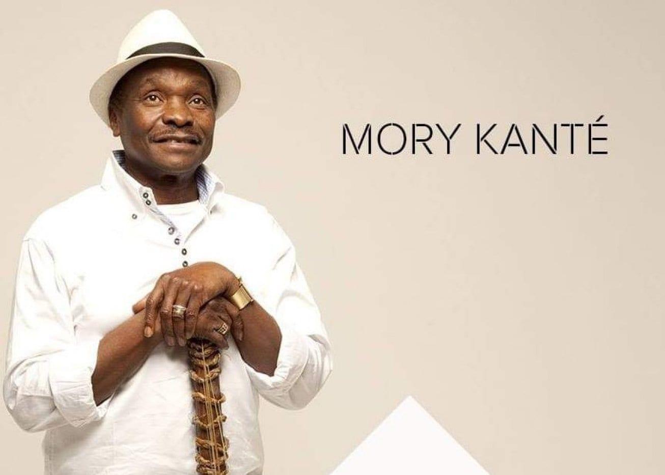 Qui est Mory Kanté, le chanteur et musicien guinéen surnommé le griot électrique ?
