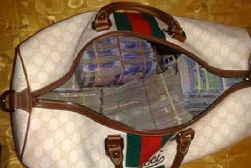 Il retrouve un sac contenant  87 millions de FCFA et le rend à son propriétaire