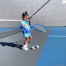 Stormi, la fille de Kylie Jenner joue au tennis avec des balles coûtant 400 euros