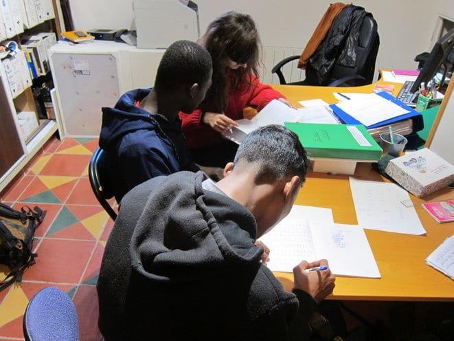 A Marseille, la scolarisation de minots étrangers mobilise une escouade de référents solidaires