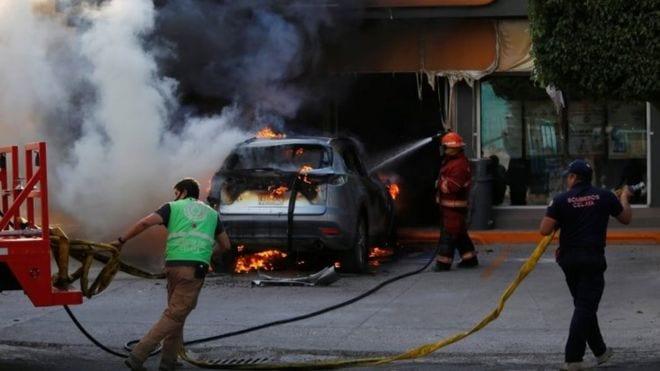 AFFRONTEMENTS VIOLENTS ENTRE DES MEMBRES DU CARTEL DE SANTA ROSA DE LIMA ET LES FORCES DE SÉCURITÉ MEXICAINES
