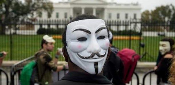 "Anonymous pirate des radios de police pour y diffuser ""Fuck the police"" de N.W.A"
