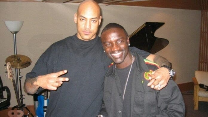 Booba ridiculise Akon et 6ix9ine