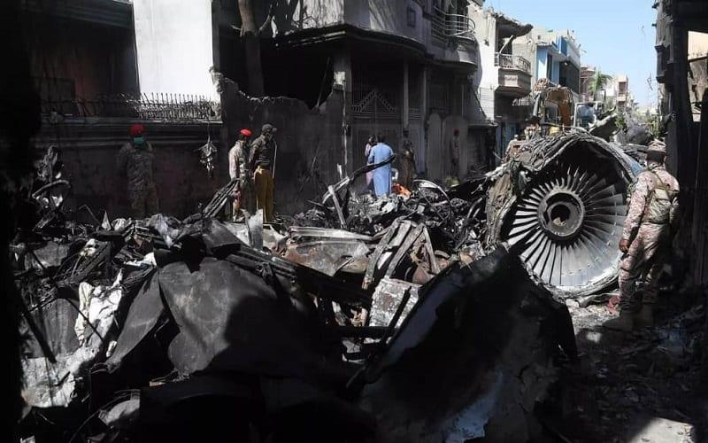 CRASH DE L'AIRBUS A320 AU PAKISTAN : UNE DISCUSSION SUR LE CORONAVIRUS AURAIT PROVOQUÉ L'ACCIDENT