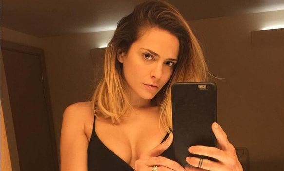 Clara Morgane : elle prend la pose dans une tenue ultra sexy pour ravir ses admirateurs !