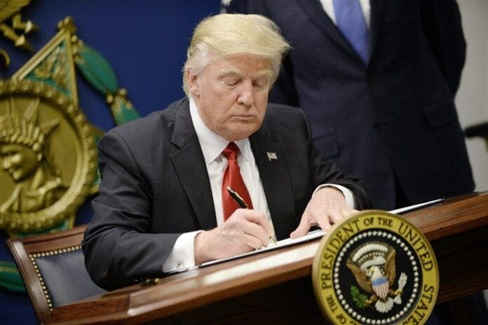 Etats-Unis : Donald Trump prolonge la suspension des visas jusqu'à la fin de l'année