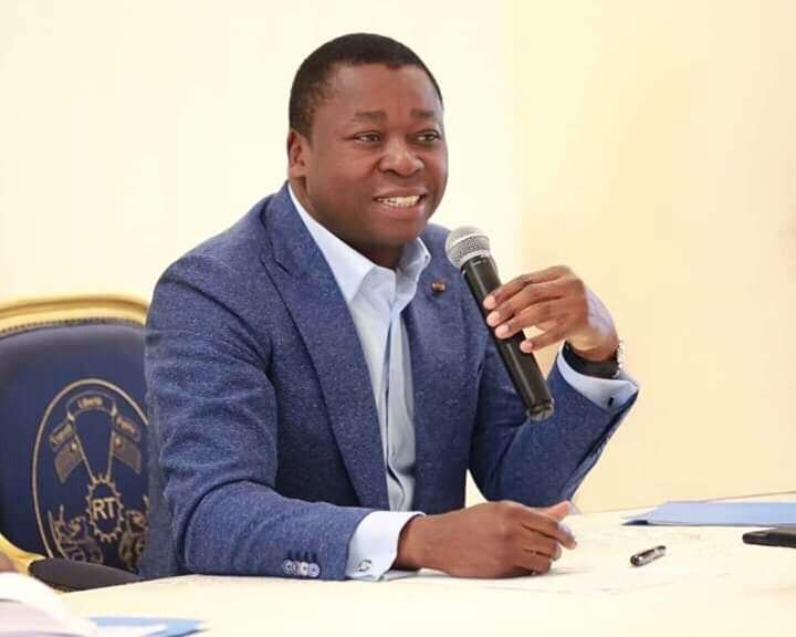 Togo: Faure Gnassingbé fait une grosse surprise  à un  jeune portraitiste